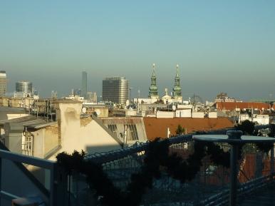 Millenium Tower links im Hintergrund